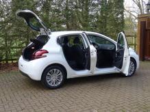 SPANISH REGISTERED LEFT HAND DRIVE PEUGEOT 208 PURETECH 1.2 PETROL AUTOMATIC