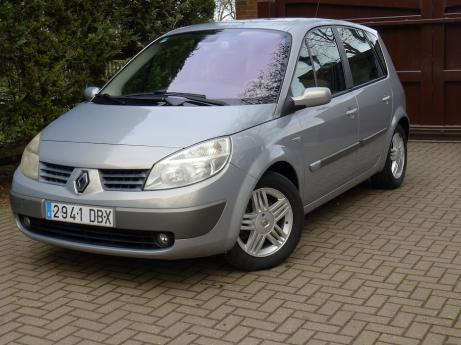 Left Hand Drive Renault Scenic 1.9 DCI Dynamic 5 door hatchback.